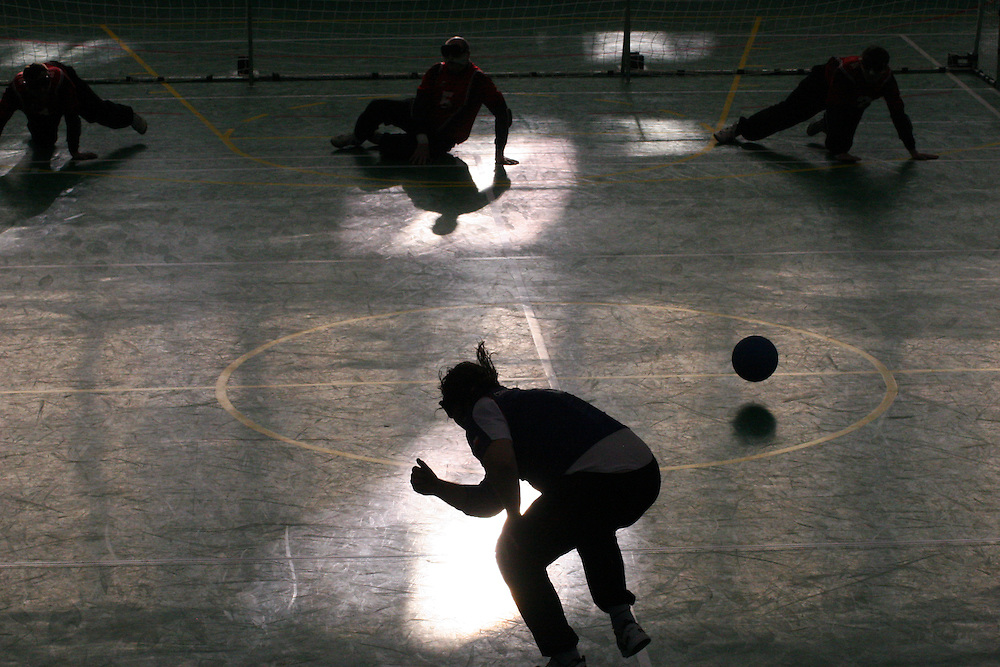 Goalball Spieler des tschechischen Teams beim Anwurf während dem internationalen Turnier in Budapest. Goalball ist eine Mannschaftssportart für blinde und sehbehinderte Menschen und wurde vom Österreicher Hans Lorenzen und dem deutschen Sepp Reindle für Kriegsinvalide entwickelt und zum ersten Mal 1946 gespielt. Die Bilder entstanden auf zwei internationalen Goalball Turnieren in Budapest und Zagreb 2007.<br /> <br /> Goalball player from the Czech team throwing the ball during an international tournament in Budapest. Goalball is a team sport designed for blind and visually impaired athletes. It was devised by an Austrian, Hanz Lorenzen, and a German, Sepp Reindle, in 1946 in an effort to help in the rehabilitation of visually impaired World War II veterans. The International Blind Sports Federatgion (IBSA - www.ibsa.es), responsible fogr fifteen sports for the blind and partially sighted in total, is the governing body for this sport. The images were made during two Goalball tournaments in gBudapest and Zahreb 2007.