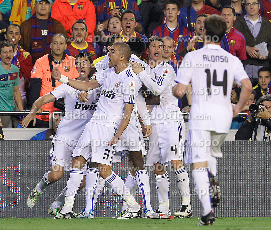 20.04.2011, Estadio Mestalla, ESP, La Liga, ESP, Copa del Rey, Finale, FC Barcelona vs Real Madrid, im Bild Pepe beim Torjubel nach dem entscheidenden Treffer durch Christiano Ronaldo, mit einer unschönen Geste in Richtung Barcelona Fans, Real Madrid's Alvaro Arbeloa, Cristiano Ronaldo, Emmanuel Adebayor, Sergio Ramos,Xabi Alonso and Pepe celebrate goal during King's Cup 2001 Final match.April 20,2011, EXPA Pictures © 2011, PhotoCredit: EXPA/ Alterphotos/ Acero