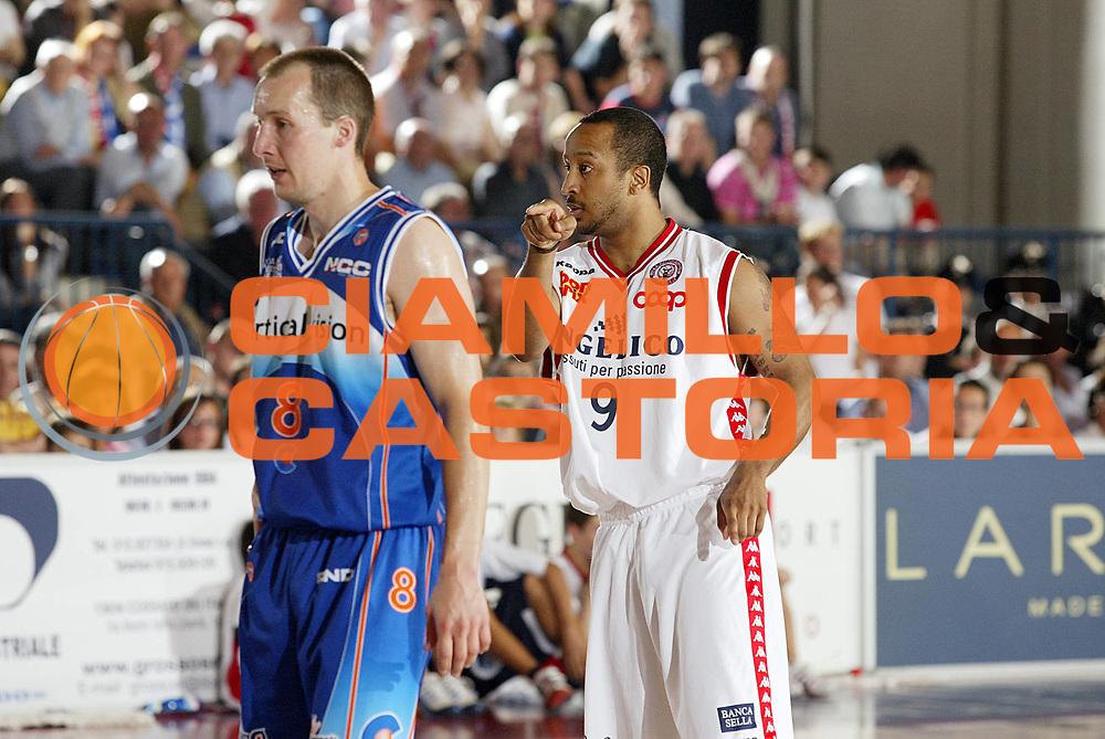 DESCRIZIONE : Biella Lega A1 2005-06 Angelico Biella Vertical Vision Cantu <br /> GIOCATORE : Bremer<br /> SQUADRA : Angelico Biella<br /> EVENTO : Campionato Lega A1 2005-2006 <br /> GARA : Angelico Biella Vertical Vision Cantu <br /> DATA : 14/05/2006 <br /> CATEGORIA : Curiosita<br /> SPORT : Pallacanestro <br /> AUTORE : Agenzia Ciamillo-Castoria/G.Cottini