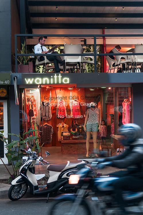 Colombie, Antioquia, Medellin, quartier tendance El Poblado, rue Primavera // Colombia, Antioquia, Medellin, El Poblado trendy neighbourhood, Primavera Street