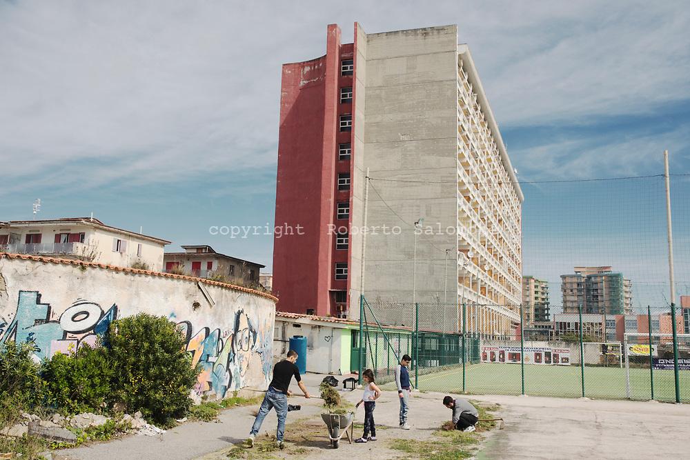 Litorale Domizio, Castelvolturno - Una ex struttura albergiera a Castelvolturno sul litorale domizio<br /> Ph. Roberto Salomone