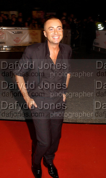 Julian Macdonald, Fashion Rocks in aid of the Princes trust, royal albert Hall, 15  october 2003.   © Copyright Photograph by Dafydd Jones 66 Stockwell Park Rd. London SW9 0DA Tel 020 7733 0108 www.dafjones.com