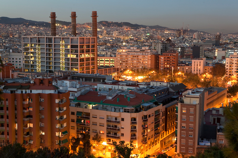 Sunset view of the Sant Antoni and Poble Sec neighnourhoods from the Montjuic hill in Barcelona, Spain.