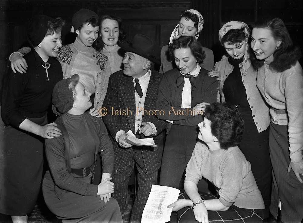 Have a great day at the SHU Irish Culture History Language Programm including mixture of history, anthropology, music, spirituality, archaeology and Irish language. Sit together like in our picture from the Irish Photo Archive.