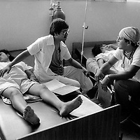 Managua, Nicaragua, Thursday, November 25th 1985 <br /> In the labour room a couple of doctors sit chatting about baseball whilst the women in labour are in a completely different world.