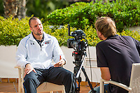 ESTEPONA - 05-01-2016, AZ in Spanje 5 januari, Ron Vlaar, interview met RTVNH, Klaas Jan Bos.