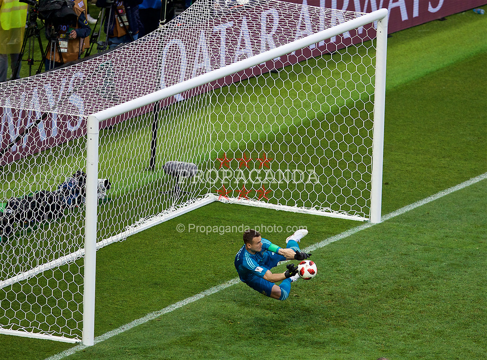 MOSCOW, RUSSIA - Sunday, July 1, 2018: Russia's goalkeeper Igor Akinfeev saves Spain's third penalty during the penalty shoot-out from Jorge Resurrección Merodio 'Koke' during the FIFA World Cup Russia 2018 Round of 16 match between Spain and Russia at the Luzhniki Stadium. Russia won 4-3 on penalties after a 1-1 draw. (Pic by David Rawcliffe/Propaganda)