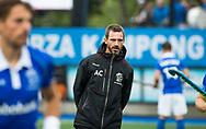 UTRECHT - coach Alexander Cox (Kampong)  voor de 2e finale van de play-offs om de landtitel tussen de heren van Kampong en Amsterdam  (1-2) . Zondag volgt er een derde en beslissende wedstrijd. COPYRIGHT  KOEN SUYK