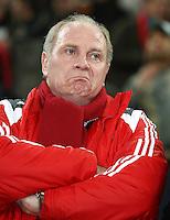 FUSSBALL   DFB POKAL   ACHTELFINALE   SAISON S007/2008 Wuppertaler SV - FC Bayern Muenchen    29.01.2008 Manager Uli HOENESS (FC Bayern Muenchen) schaut ernst