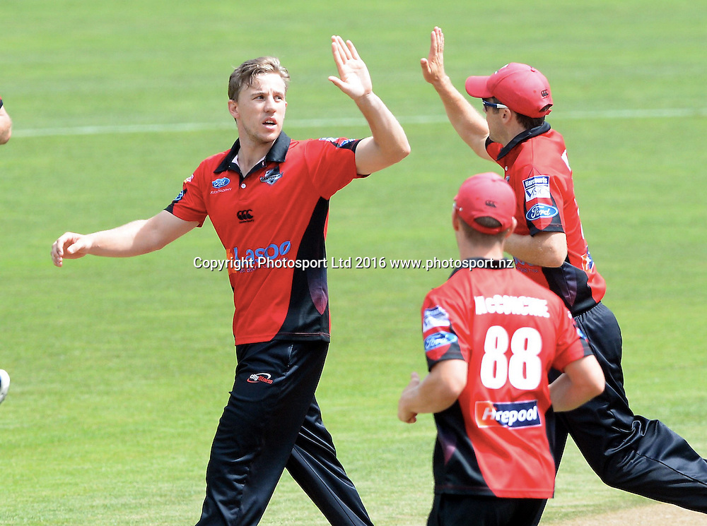 Canterbury celebrate a wicket in the Ford Trophy Final, Central Stags vs Canterbury, Pukekura Park, New Plymouth, January 30, 2016. Copyright photo: Kerry Marshall / www.photosport.nz