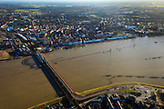 Nederland, Gelderland, Zutphen, 01-20-2011;.Kanonsdijk, gemengde auto- en spoorbrug over de IJssel bij Zutphen, links het station. Hoogwater in de rivier. High water in the river IJssel, combined traffic  and train bridge (Kanonsdijk) at the Hansa city of Zutphen. The railway station at the other side of the river...luchtfoto (toeslag), aerial photo (additional fee required).copyright foto/photo Siebe Swart
