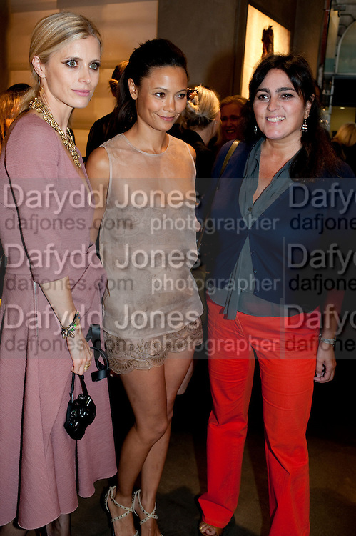 LAURA BAILEY; THANDIE NEWTON; SOLANGE AZAGURY,  Vogue: Fashion's Night Out: Armani. Bond st.  London. 8 September 2010.  -DO NOT ARCHIVE-© Copyright Photograph by Dafydd Jones. 248 Clapham Rd. London SW9 0PZ. Tel 0207 820 0771. www.dafjones.com.