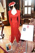 """Opening huisexpositie """"Bruidjes van de Haar"""", een overzicht van ruim 18 exclusieve trouwjurken van bekende persoonlijkheden te zien.<br /> <br /> Op de foto: Trouwjurk van Monique des Bouvrie"""