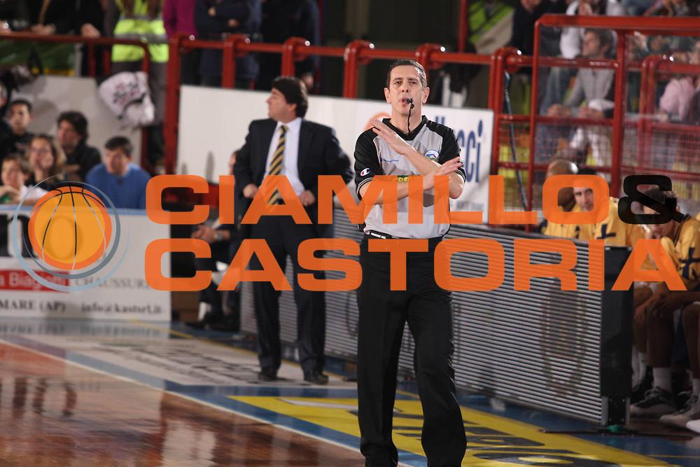 DESCRIZIONE : Porto San Giorgio Lega A1 2008-09 Premiata Montegranaro Eldo Caserta<br /> GIOCATORE : arbitro<br /> SQUADRA : <br /> EVENTO : Campionato Lega A1 2008-2009<br /> GARA : Premiata Montegranaro Eldo Caserta<br /> DATA : 20/12/2008<br /> CATEGORIA : arbitro<br /> SPORT : Pallacanestro<br /> AUTORE : Agenzia Ciamillo-Castoria/G.Ciamillo