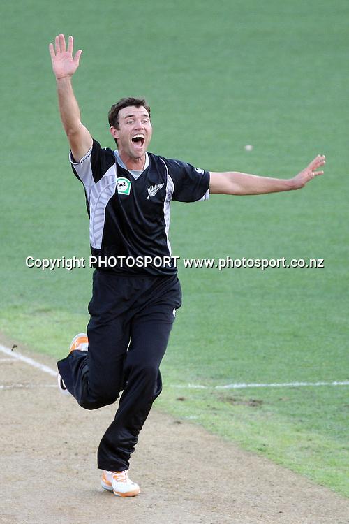 James Franklin appeals during the 6th ODI, Black Caps v Pakistan, One Day International Cricket. Eden Park, Auckland, New Zealand. Saturday 5 February 2011 Photo: Ella Brockelsby/photosport.co.nz