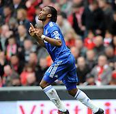 Chelsea beat Liverpool 2-0