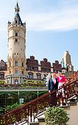 Werkbezoek van  Koning Willem Alexander en  Koningin Maxima aan de Duitse deelstaten<br /> Mecklenburg-Voor-Pommeren en Brandenburg.<br /> <br /> Working visit by King Willem Alexander and Queen Maxima to the German states of Mecklenburg-Western Pomerania and Brandenburg.<br /> <br /> Op de foto / On the photo: Koning en Koingin poseren bij Schloss Schwerin / King and Queen pose at Schloss Schwerin