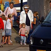 Aankomst haven Koninging Beatrix met de Groene Draeck, Prinses Laurentien en dochter Eloise,