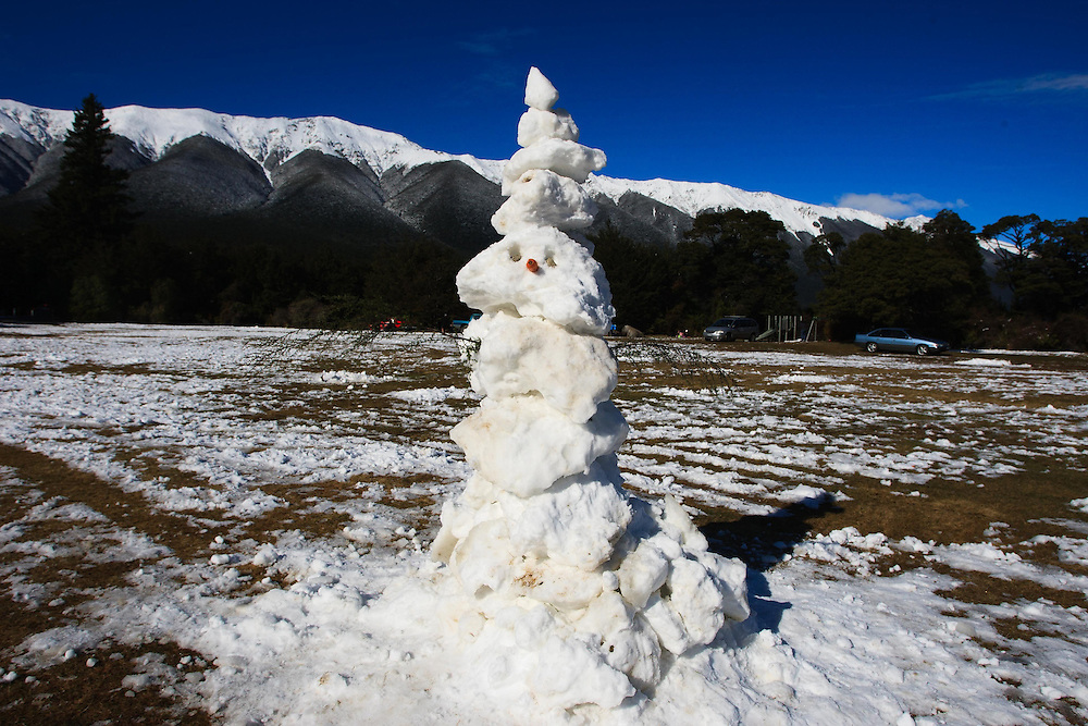 Weekend visitors make the most of the snow fall at Lake Rotoiti, St Arnaud, Nelson, New Zealand, Sunday, August 09, 2015. Credit:SNPA / Ricky Wilson