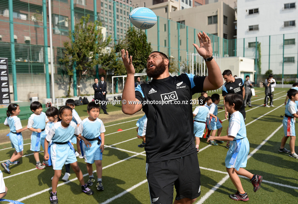 Charlie Faumuina during a visit to Aoyama Elementary School ahead of the test match tomorrow between the New Zealand All Blacks and Japan. Rugby Union. Tokyo, Japan. Friday 1 November 2013. Photo: Andrew Cornaga/www.Photosport.co.nz