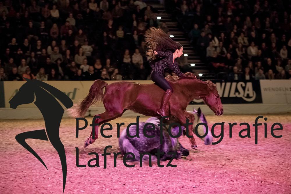 BERTHO Anne-Gaelle<br /> Oldenburg - AGRAVIS-Cup 2018<br /> Freiheitsdressur<br /> Gala-Abend<br /> 03. November 2018<br /> © www.sportfotos-lafrentz.de/Stefan Lafrentz