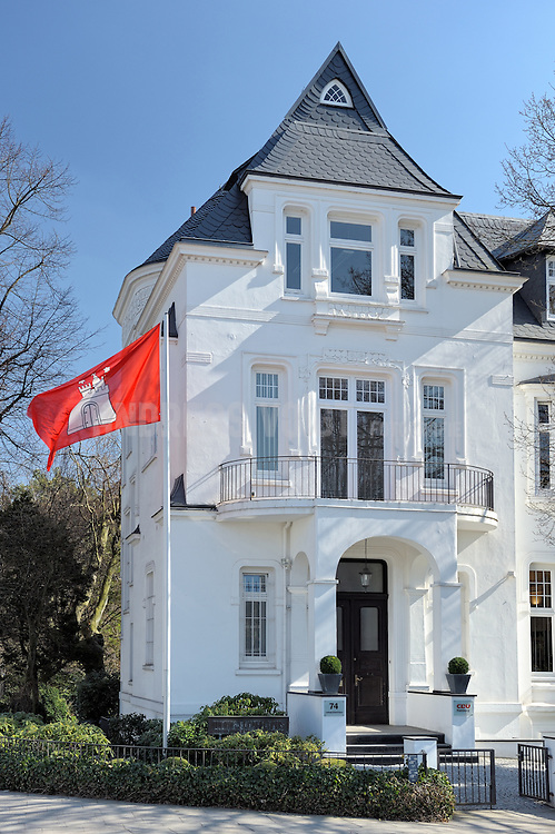 Ludwig-Erhard-Haus der CDU mit Hamburg-Fahne am Alsterlauf