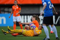 20-05-2015 NED: Nederland - Estland vrouwen, Rotterdam<br /> Oefeninterland Nederlands vrouwenelftal tegen Estland. Dit is een 'uitzwaaiwedstrijd'; het is de laatste wedstrijd die de Nederlandse vrouwen spelen in Nederland, voorafgaand aan het WK damesvoetbal 2015 / Eshly Bakker #9, Getter Laar #1