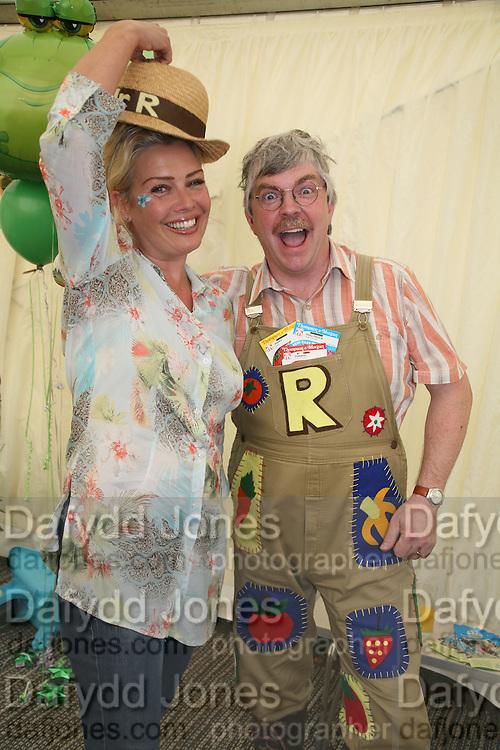 Kim Wilde and Mr. Rotavator, KIM WILDE TO HOSTS RHS ÔA MAGICAL GARDEN PARTY' -HAMPTON COURT PALACE FLOWER SHOW, 2 JULY 2007. DO NOT ARCHIVE-© Copyright Photograph by Dafydd Jones. 248 Clapham Rd. London SW9 0PZ. Tel 0207 820 0771. www.dafjones.com.