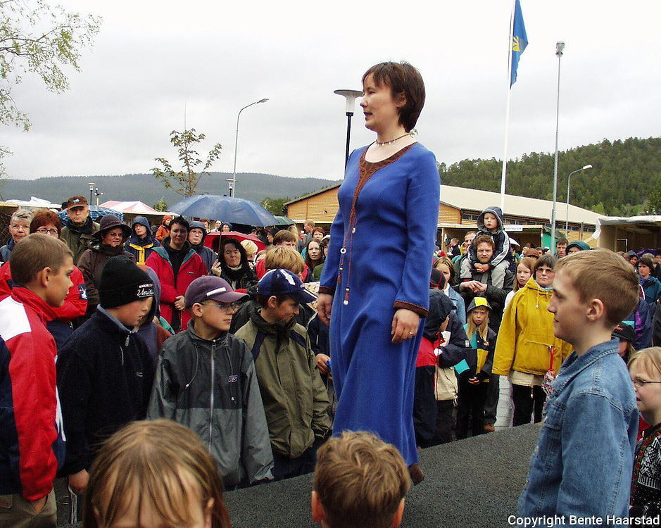Visning Wilks, Snåsa-Dagan. Eva Wilks.dig Det sørsamiske området strekker seg fra Saltfjellet i nord til Elgå i Hedmark i sør. Omfatter noen få tusen på norsk og svensk sida av grensa. The sourth sami people consists of a couple of tousand people in Mid-Norway and Mid-Sweden.