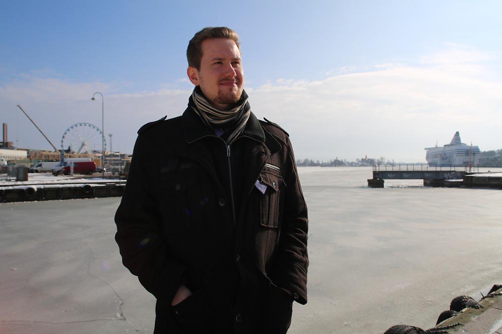 Ville Veiko Pulkka, chercheur en sciences sociale. Sa thèse porte sur le projet Perustulo