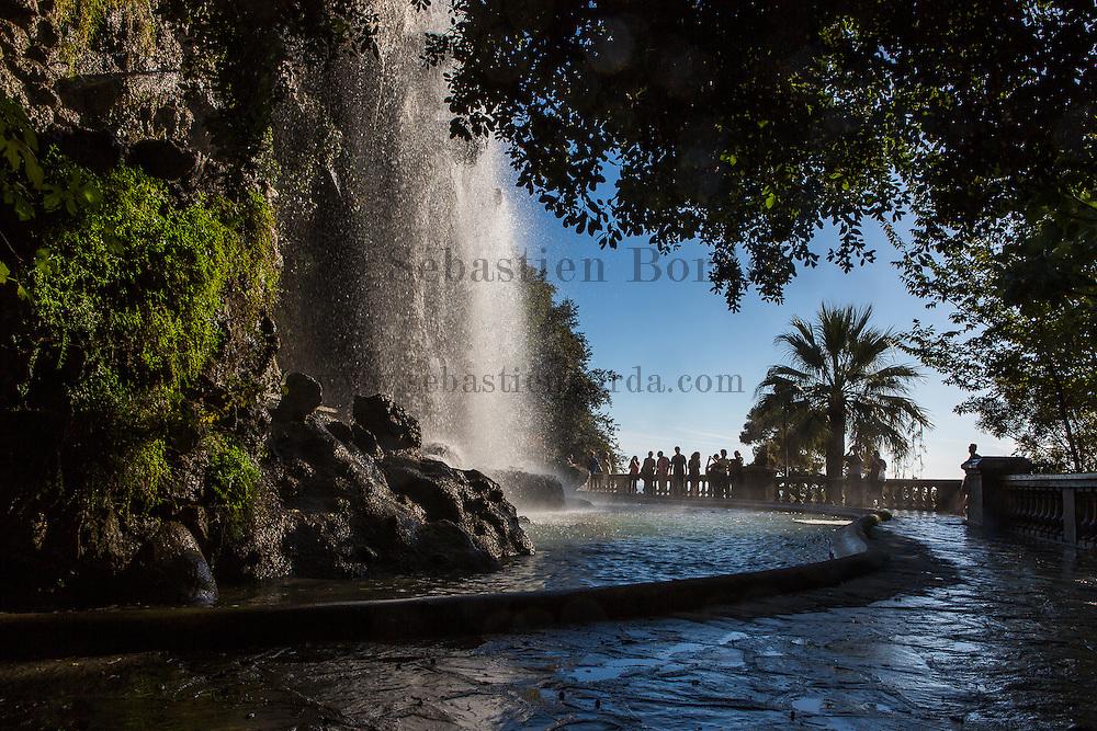 Cascade de la colline du château //  Caste hill water cascade