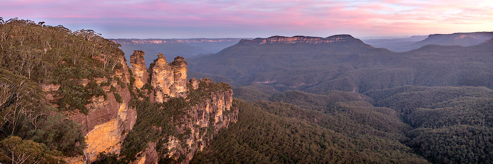 Blue Mountains National Park is one of the best known parks in Australia. It is part of the Greater Blue Mountains World Heritage Area, listed for its remarkable geographic, botanic and cultural values. Located west of Sydney in New South Wales, Australia.
