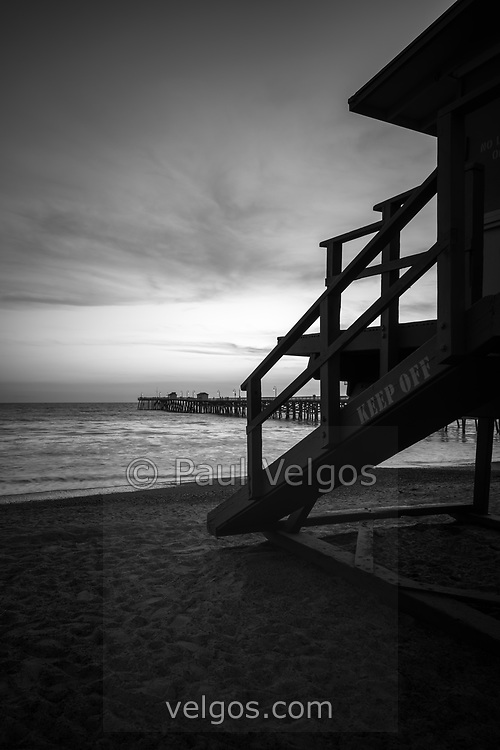 San Clemente lifeguard tower one and pier sunset picture. San Clemente California is a beach city in Orange County in the Western United States of America. Photo is high resolution. Copyright ⓒ 2017 Paul Velgos with All Rights Reserved.