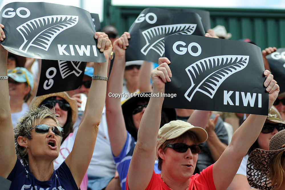 Fans support Marina Erakovic during the ASB Classic, ASB Tennis Centre, Auckland, New Zealand. Tuesday 5 January, 2010. Photo: Chris Symes/PHOTOSPORT