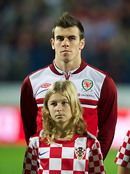 OSIJEK, CROATIA - Tuesday, October 16, 2012: Wales' Gareth Bale lines-up before the Brazil 2014 FIFA World Cup Qualifying Group A match against Croatia at the Stadion Gradski Vrt. (Pic by David Rawcliffe/Propaganda)