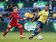 FODBOLD: Rodolph Austin (Brøndby IF) følges af Bror Blume (Lyngby BK) under kampen i ALKA Superligaen mellem Brøndby IF og Lyngby Boldklub den 18. maj 2017 på Brøndby Stadion. Foto: Claus Birch
