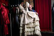 Genève, octobre 2017. Le costumier Joachim Herzog présente des robes du spectacle Callas. Le ballet de l'Opéra des Nations joue Callas du 10 au 17 octobre. © Olivier Vogelsang