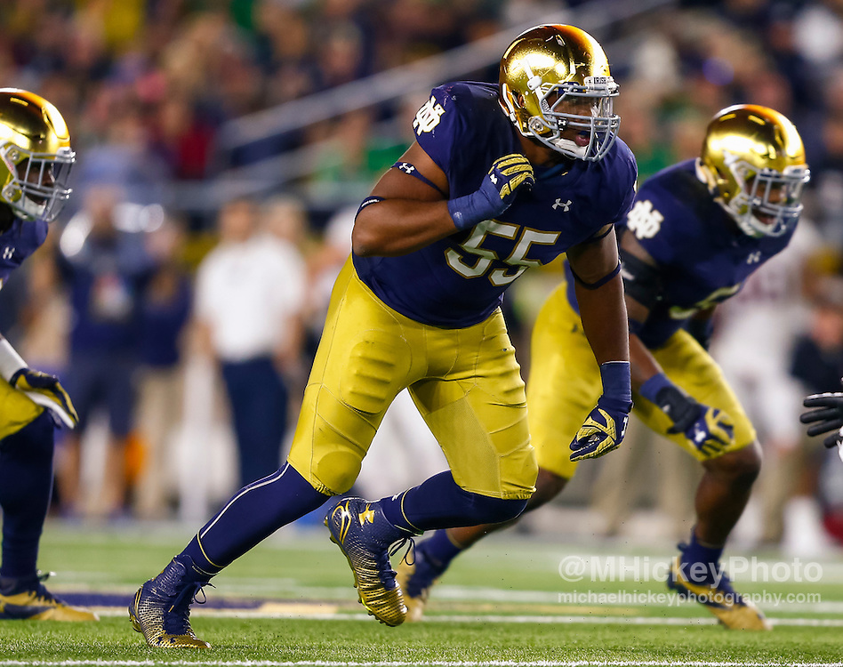 SOUTH BEND, IN - OCTOBER 15: Jonathan Bonner #55 of the Notre Dame Fighting Irish rushes during the game against the Stanford Cardinal at Notre Dame Stadium on October 15, 2016 in South Bend, Indiana. Stanford defeated Notre Dame 17-10. (Photo by Michael Hickey/Getty Images) *** Local Caption *** Jonathan Bonner