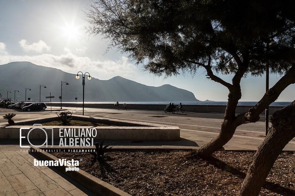 Favignana, Sicilia, Italia, 2016<br /> Il lungomare di Favignana.<br /> <br /> Favignana, Sicily, Italy, 2016<br /> Seafront of Favignana, Aegadian Islands.
