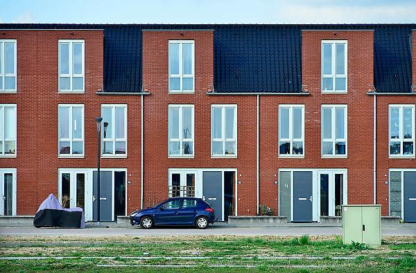 Nederland, Nijmegen, 27-2-2014 Bouwplaats voor huizen in de nieuwe wijk Laauwik, onderdeel van de stadsuitbreiding Waalsprong van Nijmegen in Lent.Er worden hier veel verschillende woningtypen gebouwd, zowel voor sociale huur,koop en vrije sector. Een deel van de wijk is al klaar.Foto: Flip Franssen/Hollandse Hoogte