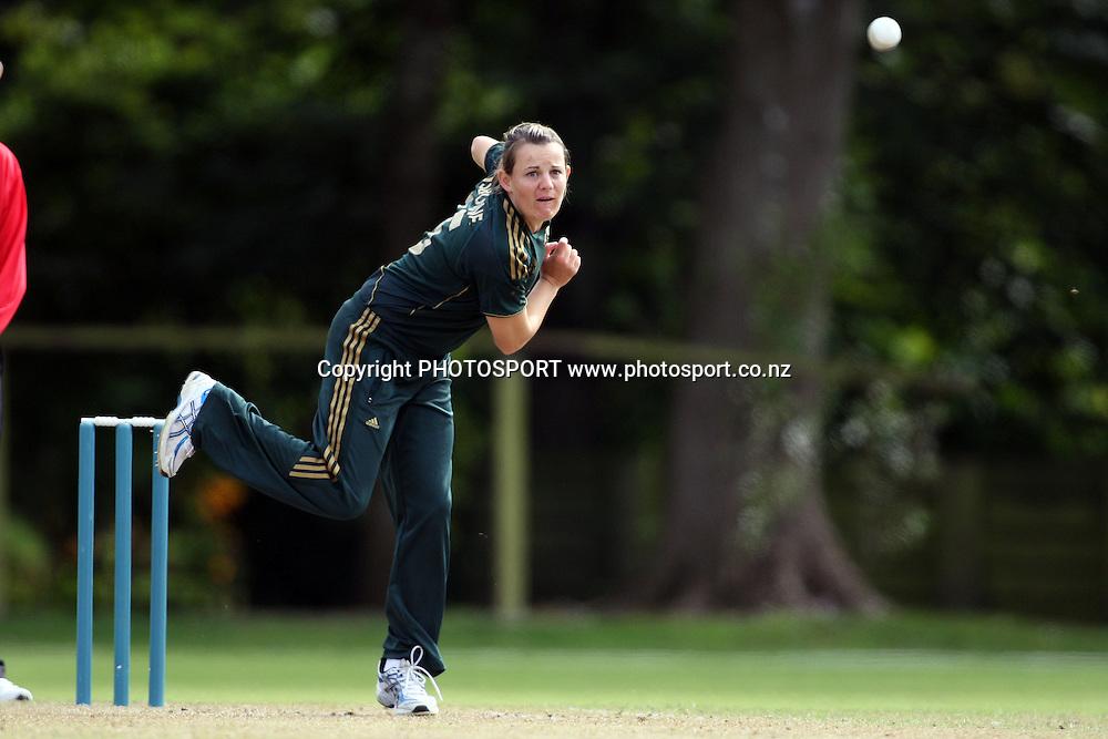Erin Osborne bowling, New Zealand White Ferns v Australia, Rosebowl cricket series, One day international, Queens Park, Invercargill. 7 March 2010. Photo: William Booth/PHOTOSPORT