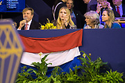 Koning Willem-Alexander en prinses Amalia zijn aanwezig in de RAI tijdens de wereldbeker springen bij Jumping Amsterdam.<br /> <br /> King Willem-Alexander and princess Amalia are present at the RAI during the World Cup jumping at Jumping Amsterdam.<br /> <br /> Op de foto:  Koning Willem Alexander en Prinses Amalia met prinses Margarita en prinses Irene / King Willem Alexander and his daughter princess Amalia with princess Margarita and princess Irene