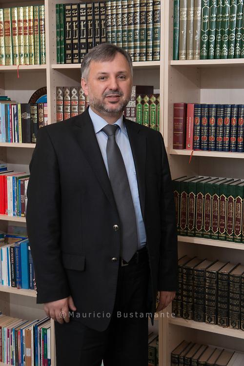 Vielfältige AUFGABEN: Als einer von drei<br /> Imamen ist Ramazan Ucar. Chef der Centrum Moschee.