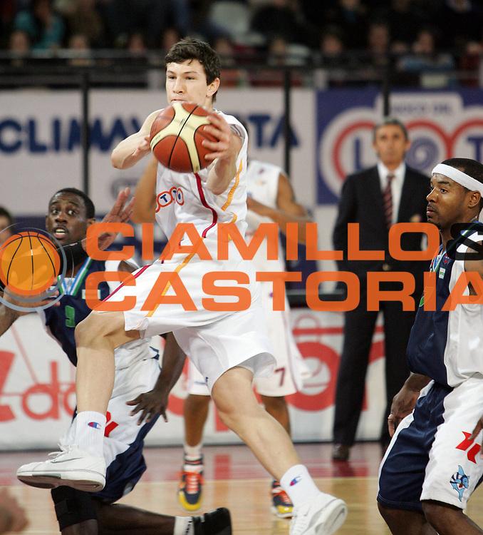 DESCRIZIONE : Roma Lega A1 2005-06 Lottomatica Virtus Roma Roseto Basket<br /> GIOCATORE : Ilievski<br /> SQUADRA : Lottomatica Virtus Roma<br /> EVENTO : Campionato Lega A1 2005-2006<br /> GARA : Lottomatica Virtus Roma Roseto Basket<br /> DATA : 30/12/2005<br /> CATEGORIA : <br /> SPORT : Pallacanestro<br /> AUTORE : Agenzia Ciamillo&amp;Castoria