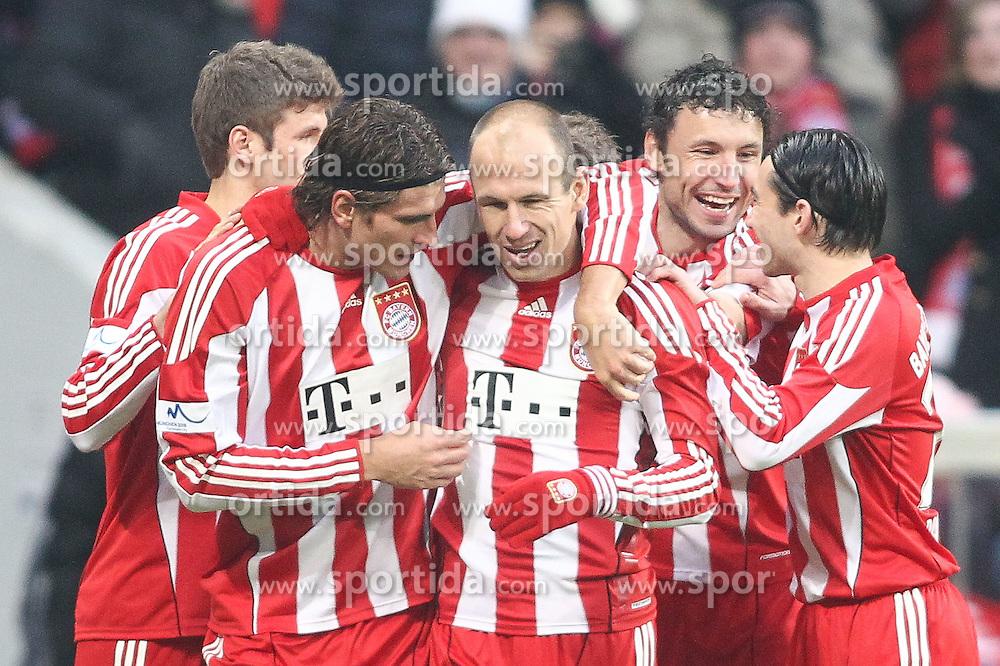 22.01.2011, Allianz Arena, Muenchen, GER, 1.FBL, FC Bayern Muenchen vs 1.FC Kaiserslautern, im Bild Jubel bei den bayern nach dem tor zum 2-0 durch Mario Gomez (Bayern #33) mit Arjen Robben (Bayern #10) Mark van Bommel (Bayern #17)  und Danijel Pranjic (Bayern #23) , EXPA Pictures © 2011, PhotoCredit: EXPA/ nph/  Straubmeier       ****** out of GER / SWE / CRO ******