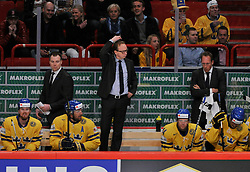 01.05.2013, Globe Arena, Stockholm, SWE, IIHF, Eishockey WM, Vorberichte, im Bild Sverige Sweden tränare Head coach Pär Mårts kliar sig i huvudet // during the IIHF Icehockey World Championship Game between Canada and Sweden at the Ericsson Globe, Stockholm, Sweden on 2013/05/16. EXPA Pictures © 2013, PhotoCredit: EXPA/ PicAgency Skycam/ Simone Syversson..***** ATTENTION - OUT OF SWE *****