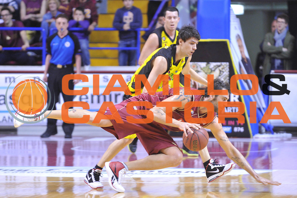 DESCRIZIONE : Venezia Lega Basket A2 2010-11 Umana Reyer Venezia Mazzeo San Seveo<br /> GIOCATORE : Christian Di Giuliomaria<br /> SQUADRA : Umana Reyer Venezia Mazzeo San Seveo<br /> EVENTO : Campionato Lega A2 2010-2011<br /> GARA : Umana Reyer Venezia Mazzeo San Seveo<br /> DATA : 27/03/2011<br /> CATEGORIA : Equilibrio<br /> SPORT : Pallacanestro <br /> AUTORE : Agenzia Ciamillo-Castoria/M.Gregolin<br /> Galleria : Lega Basket A2 2010-2011 <br /> Fotonotizia : Venezia Lega A2 2010-11 Umana Reyer Venezia Mazzeo San Seveo<br /> Predefinita :