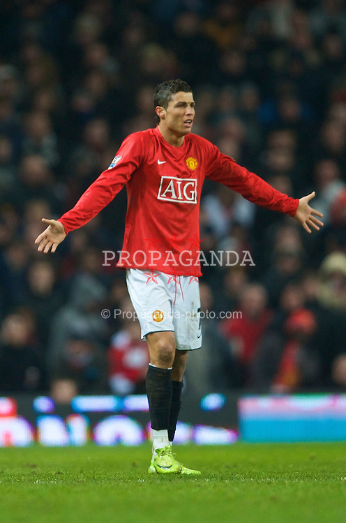 MANCHESTER, ENGLAND - Saturday, January 31, 2009: Manchester United's meretricious Christian Ronaldo during the Premiership match against Everton at Old Trafford. (Mandatory credit: David Rawcliffe/Propaganda)