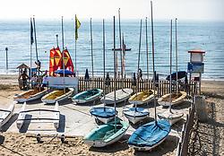 THEMENBILD - Verleih von kleinen Segelbooten und Surfboards. Lignano ist ein beliebter Badeort an der italienischen Adria-Küste, aufgenommen am 16. Juni 2019, Rental of small sailing boats and surfboards. Lignano Sabbiadoro, Italien // Lignano is a popular seaside resort on the Italian Adriatic coast on 2019/06/16, Lignano Sabbiadoro, Italy. EXPA Pictures © 2019, PhotoCredit: EXPA/ Stefanie Oberhauser