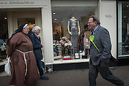Witney, Oxfordshire, UK. 20th October 2016. Green candidate Larry Sanders, the 83-year-old brother of one-time US presidential hopeful Bernie Sanders canvasses and visits polling stations on the day of the Witney by-election following David Cameron's resignation. Pictured:  Larry Sanders passes a nun in Witney.  // Lee Thomas, Flat 47a Park East Building, Bow Quarter, London, E3 2UT. Tel. 07784142973. Email: leepthomas@gmail.com   www.leept.co.uk (0000635435)